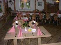 Stüberl mit Tischdekoration
